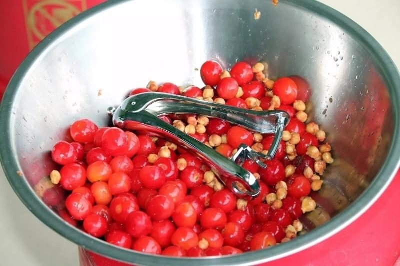 Проверенные рецепты домашнего вина из вишни