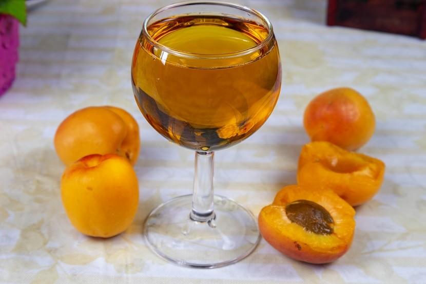 6 рецептов вина из абрикосов в домашних условиях
