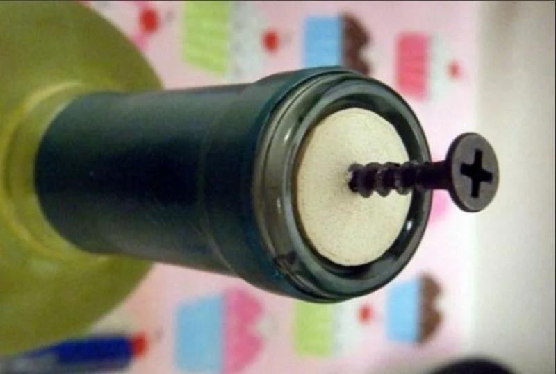 Как открыть бутылку вина, если под рукой нет штопора